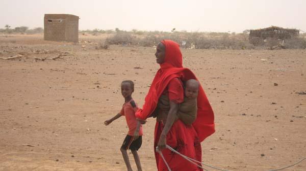 Mujeres y niños son, normalmente, los encargados de conseguir agua