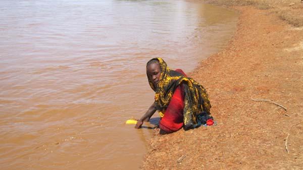 Las niñas, a partir de cierta edad, ya van a buscar agua solas