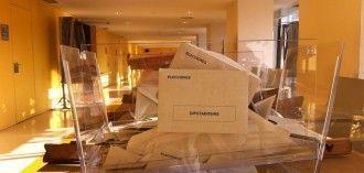 Urna electoral abierta tras el recuento de votos de las elecciones generales de 2011. Fotografía de Patricia Simón, publicada bajo licencia CC en Flickr