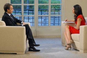 Zapatero, entrevistado por la periodista Ana Pastor en TVE en enero de 2011. Imagen de Lamoncloa.es de dominio público