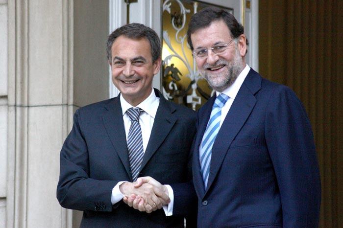 El expresidente del Gobierno José Luis Rodríguez Zapatero y su sucesor, Mariano Rajoy, en una imagen de 2010, publicada por Gustavo Bravo en Flickr bajo licencia CC