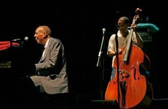 Bebo Valdés en un concierto en 2007. Licencia CC - Montse Riera (flickr)