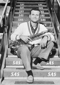 Stan-Getz-en-el-aeropuerto-de-Copenague-en-1978-(Licencia-CC--SAS-Scandinavian-Airlines)