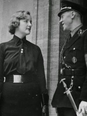 Unity charlando con un nazi. Fuente: Channel 4