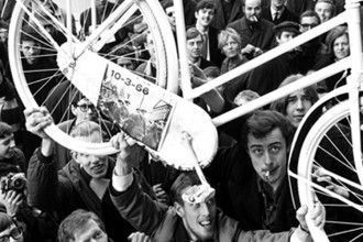 Witte Fietsenplan, acción del colectivo holandés Provo. Foto: NVA bajo Licencia cc