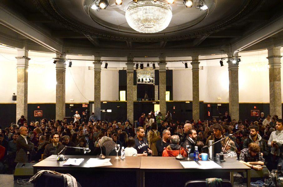 La Sala de Columnas del Círculo de Bellas Artes, minutos antes de que comenzase la charla. Foto: Víctor G. Carreño.