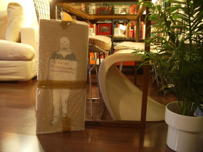 Obra de Rallito X aún sin desembalar en el apartamento en Madrid del coleccionista. Fuente: Antonio Lobo, Flickr.