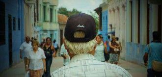 Paseante en Cuba. Foto: Anónimo García y Lady Morticia