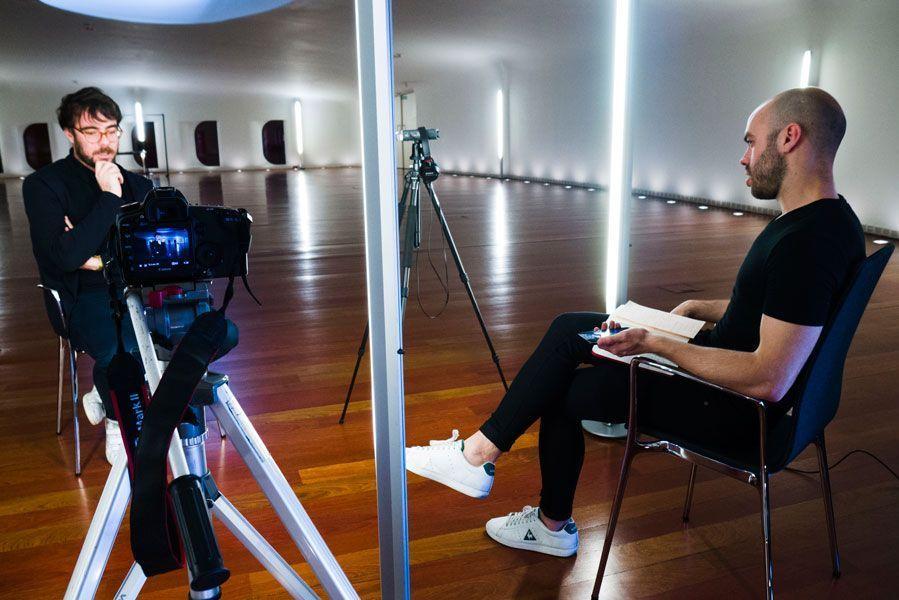 Marcos Morau y Eloy V. Palazón durante la entrevista. Foto: Cristina González y Naiara Ruperto