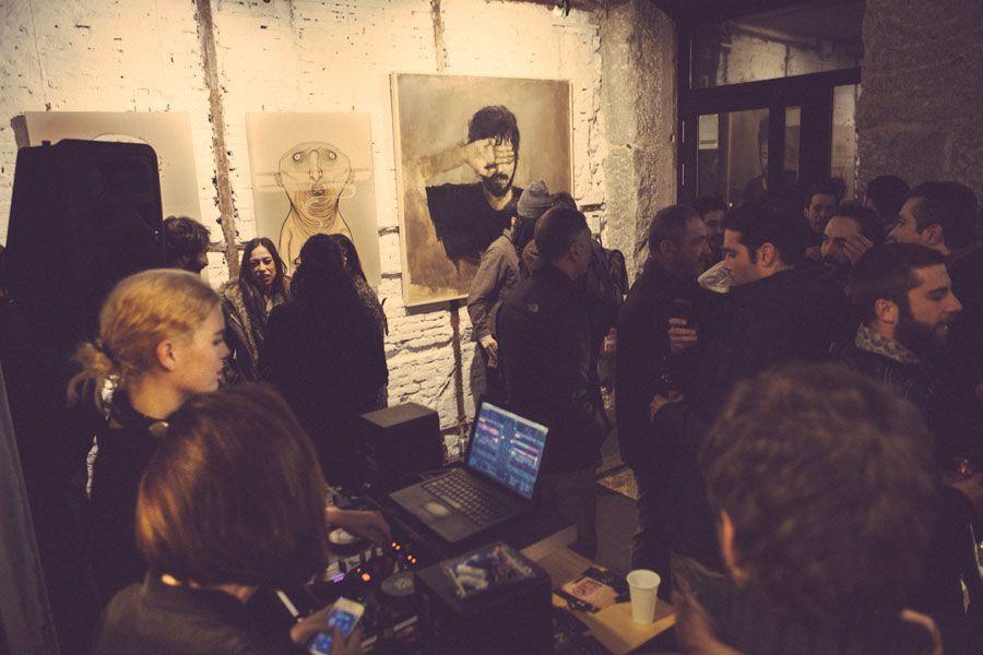 Inauguración en Espositivo con cuadros de Desi Civera y NemO's. Foto: Espositivo