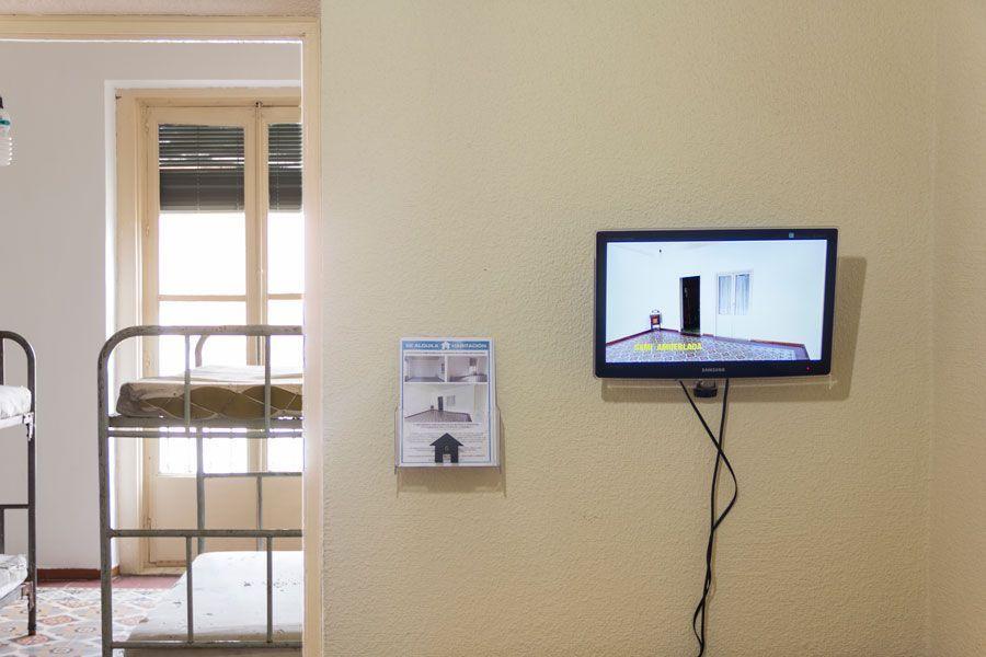 Vídeo promocional, folletos publicitarios y literas de «Cuarto SEMI amueblado». Foto: ECI.