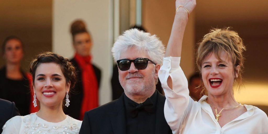 Adriana Ugarte, Almodóvar y Emma Suárez presentando la película en el Festival de Cannes. Foto: APF.