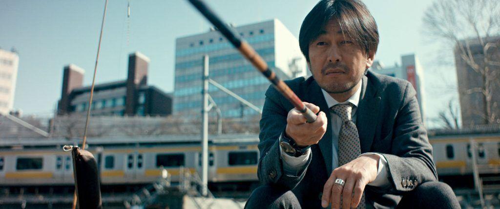 Uno de los ejecutivos japoneses durante su tiempo libre. Foto: Sintagma Films