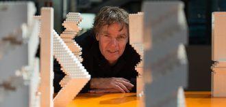 Winy Maas en Madrid, entre sus torres de LEGO. Foto: COAM.