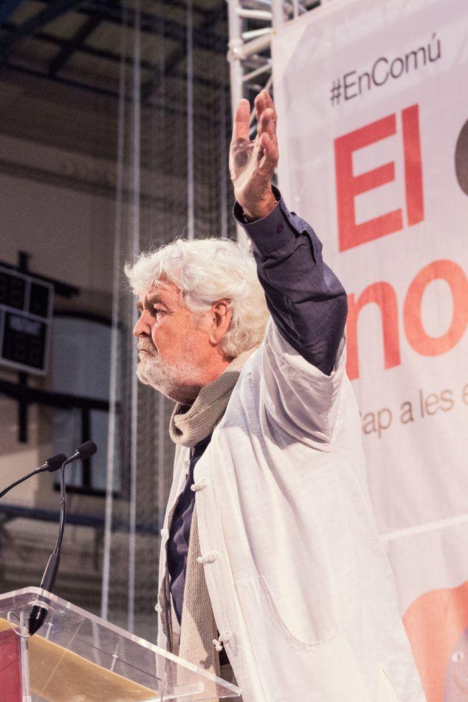 Xosé Manuel Beiras en un mitin de Barcelona en Comú. Wikicommons.