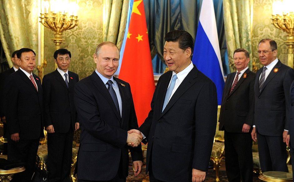 Vladimir Putin con el presidente chino Xi Jinping.