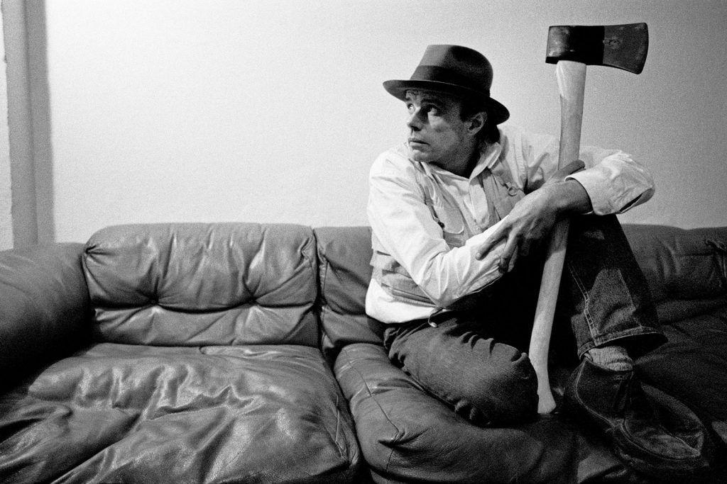 Joseph Beuys, retratado por Robert Lebeck en 1978.