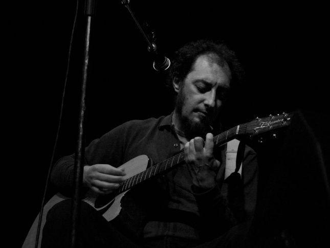 Jota a la guitarra. Foto: Miguel García (Flickr, Licencia CC).