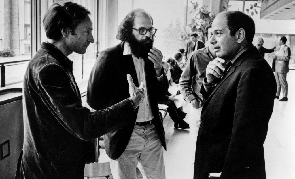 Jonas Mekas, a la izquierda, con Allen Ginsberg y Richard Roud, ca. 1965. Foto: Elliott Landy