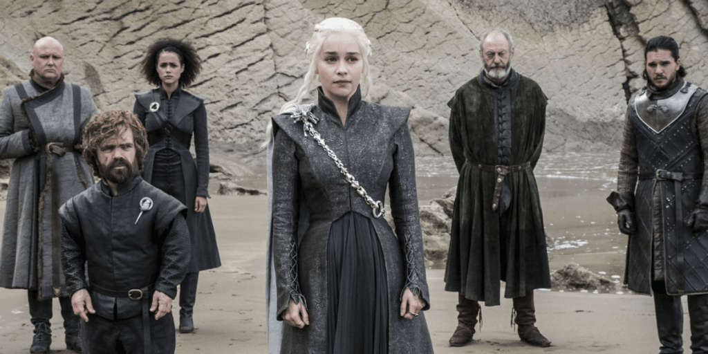 Daenerys Targaryen con su equipo de hombres.